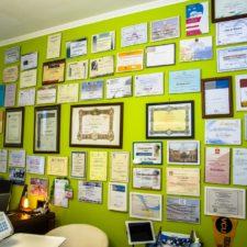 La parete dei diplomi ed attestati